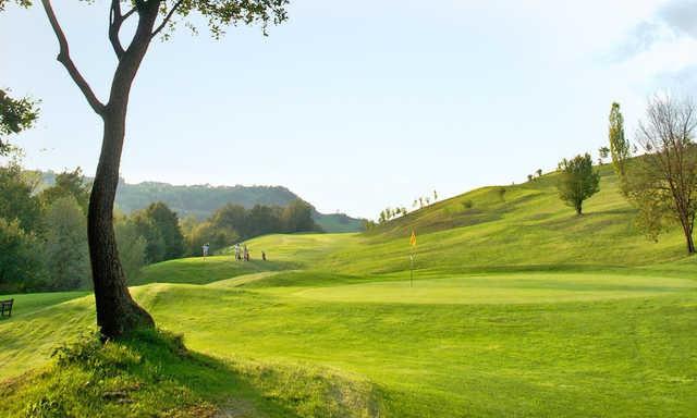 San valentino golf club green pass golf for Layout della palestra di 3000 piedi quadrati